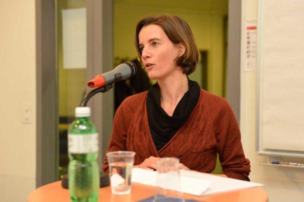 Marie Parvex explique ses techniques d'investigation.